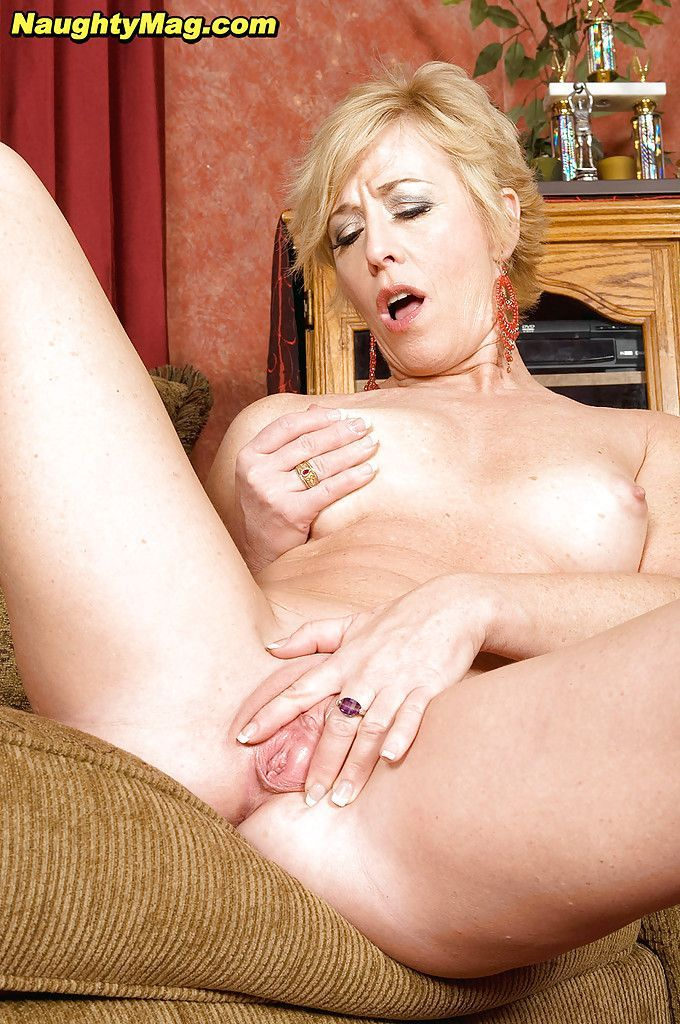 Lovallo recommend Lick my sister clit