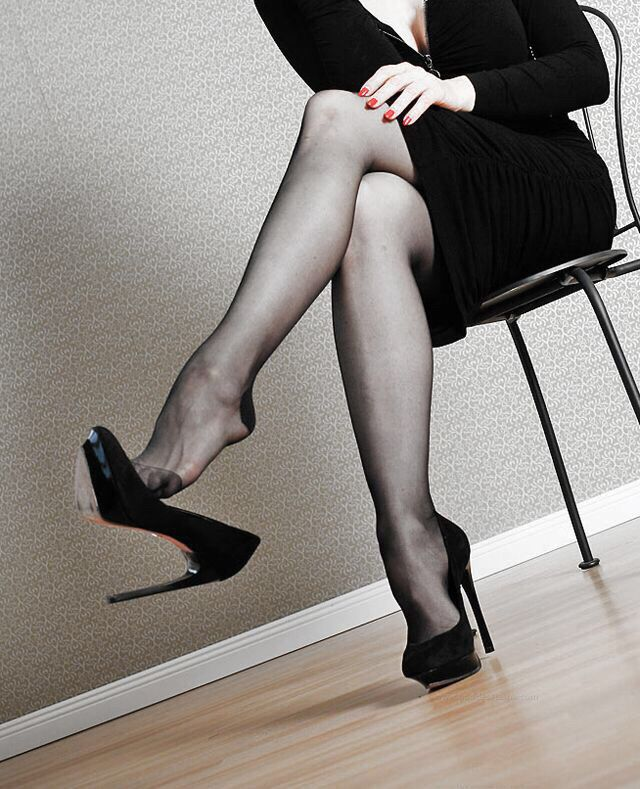 Aretha recommend Solo pantyhose videos