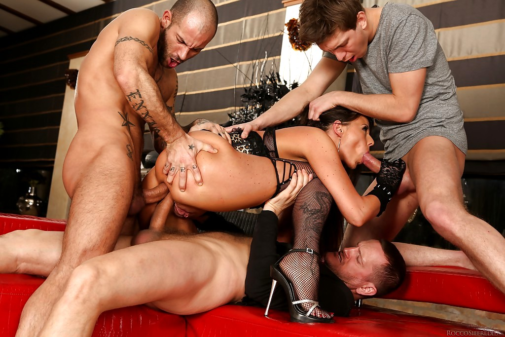 Siniard recommend Shaved p ussy