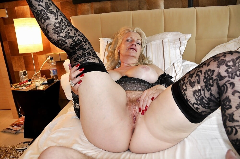 Bessie recommend Giving a first handjob