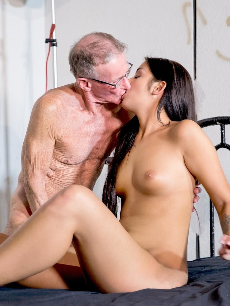 Olive recommend 1st squirting orgasm