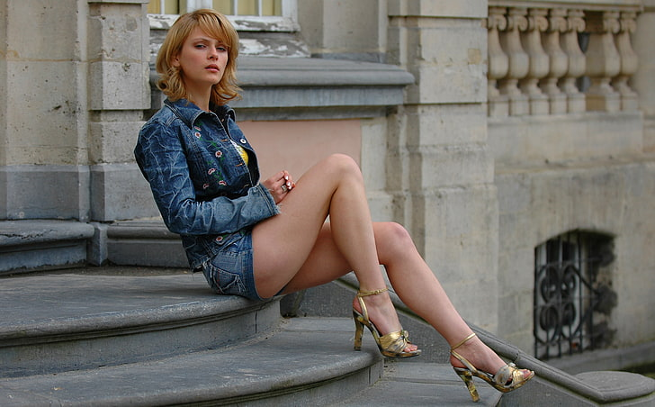 Bunner recommend Asian shemales wearing pantyhose pictures